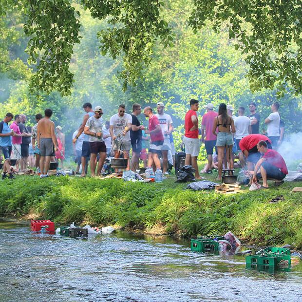 Takmicenje u pripremanju riblje corbe pored reke Vrelo